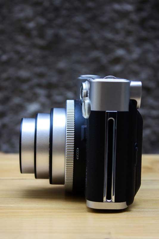 Detalhe da lente da Instax Mini 90